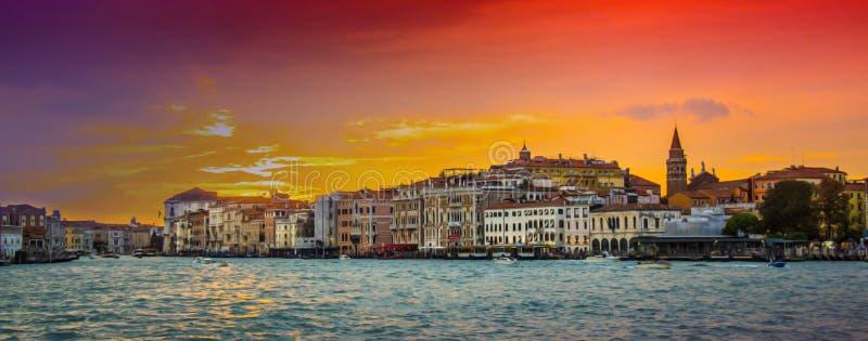 Comfortabele binnenplaatsen van Venetië stock foto