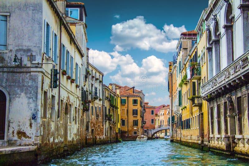 Comfortabele binnenplaatsen van Venetië stock afbeelding