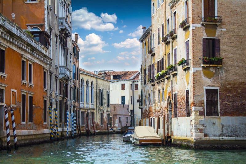Comfortabele binnenplaatsen van Venetië stock afbeeldingen