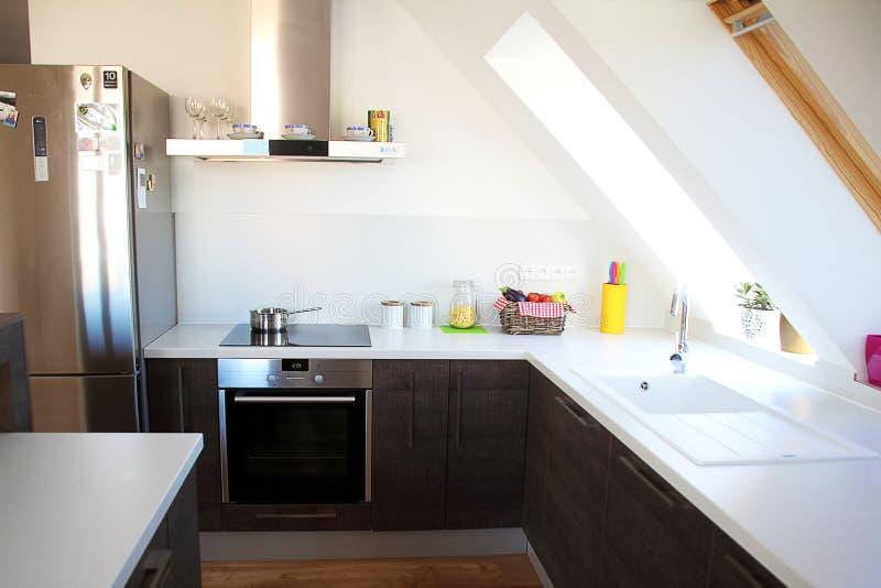 Comfortabele moderne keuken royalty-vrije stock foto's