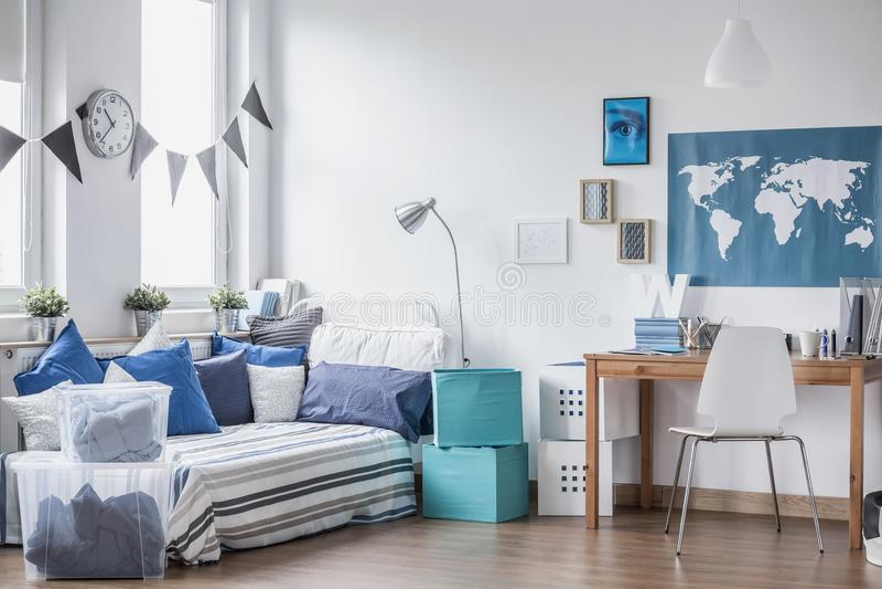 Comfortabele ruimte voor jongen royalty-vrije stock afbeeldingen