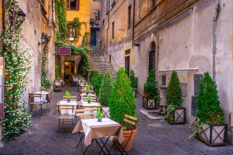 Comfortabele straat in van de binnenstad, Rome Toeristische aantrekkelijkheid van Rome stock foto