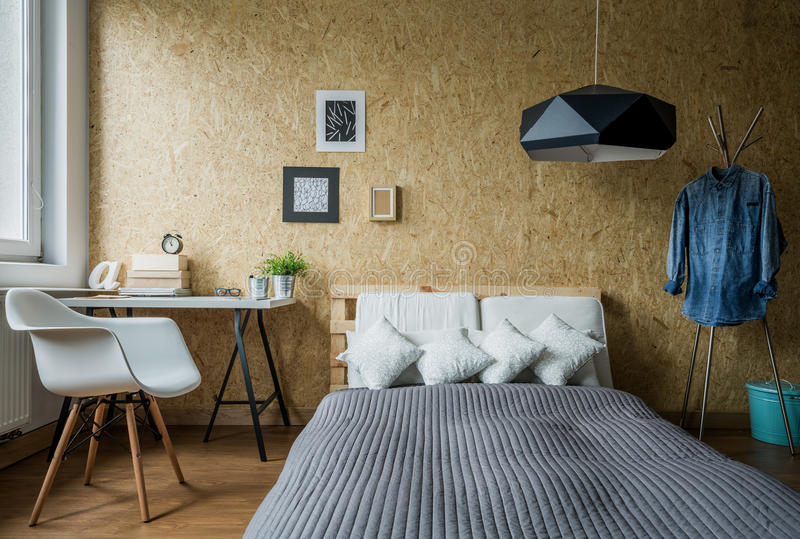 Comfortabele tienerslaapkamer royalty-vrije stock afbeelding