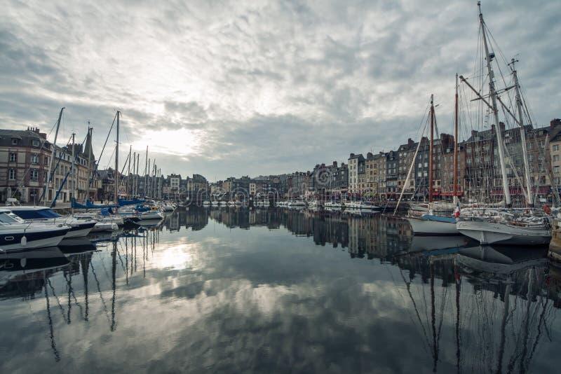 Comfortabele toeristische Franse Honfleur-stad; royalty-vrije stock afbeelding