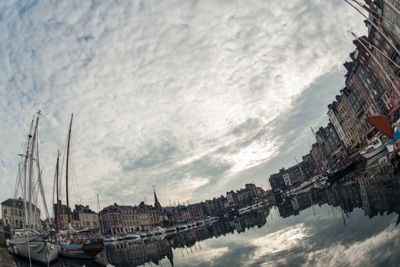 Comfortabele toeristische Franse Honfleur-stad; stock fotografie
