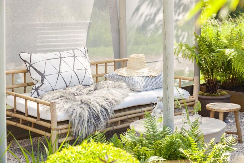 Comfortabele tuinplaatsing stock afbeelding