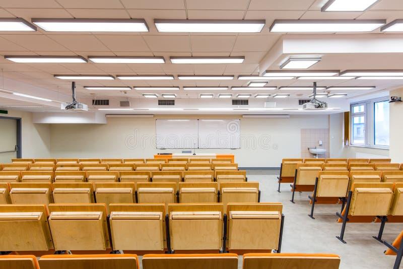 Comfortabele voorwaarden voor sprekers en studenten stock afbeeldingen