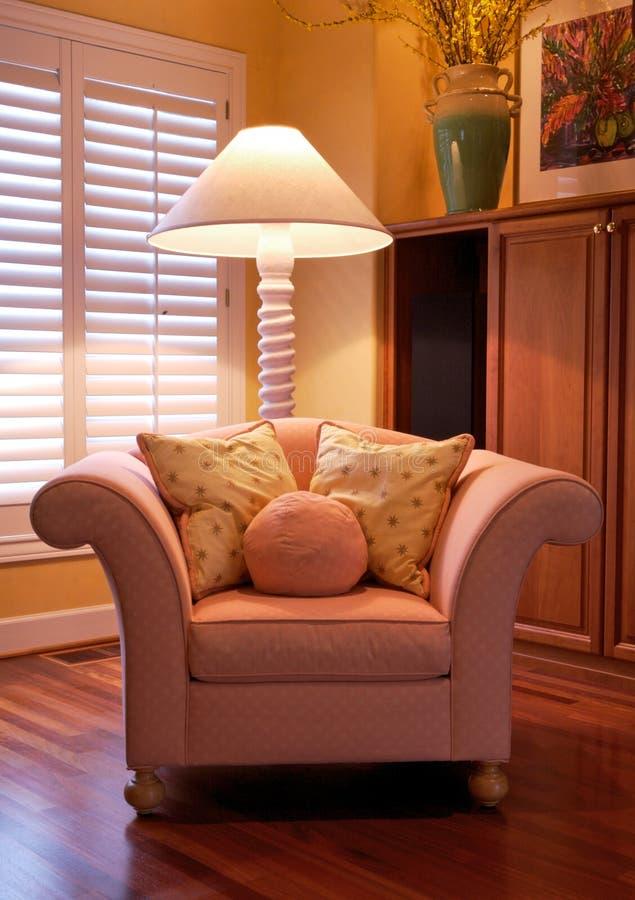 comfy formgivare för stol arkivbilder