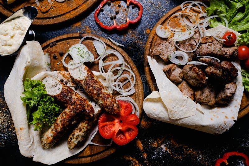 Comida armenia asada a la parrilla kebab de la cocina de la carne de Shashlik foto de archivo