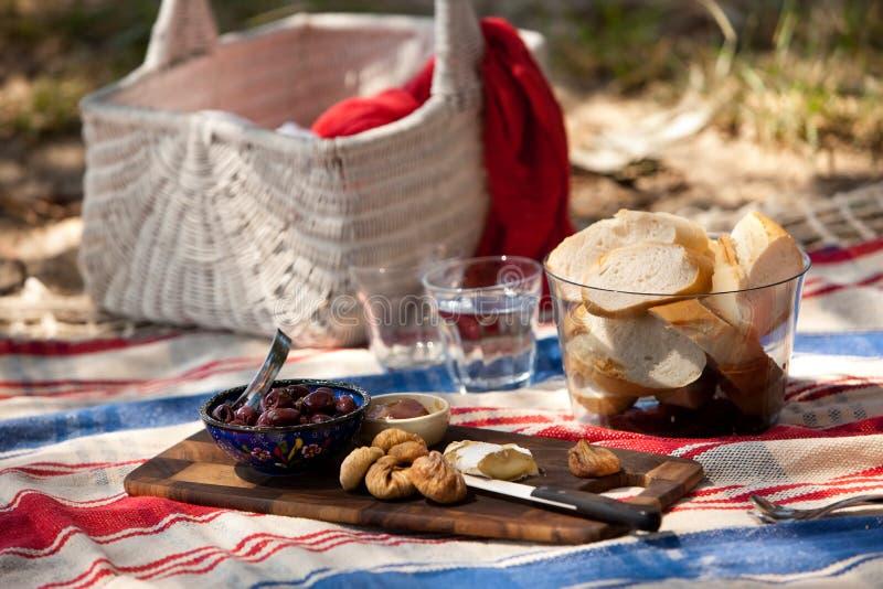 Comida campestre de la playa del verano imágenes de archivo libres de regalías