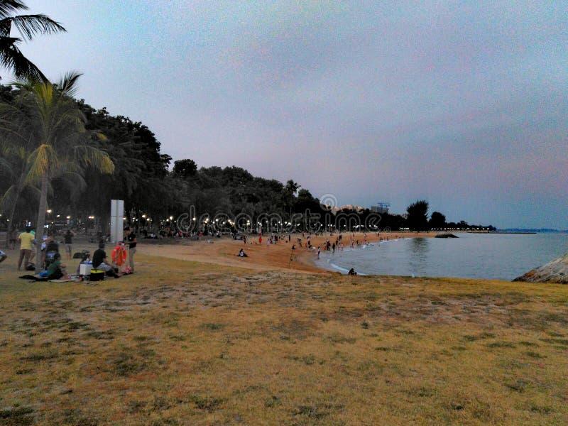 Comida campestre en la playa fotos de archivo