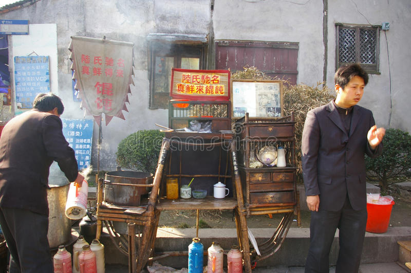 Comida china de la calle, bolas de masa hervida en Xitang China. foto de archivo libre de regalías