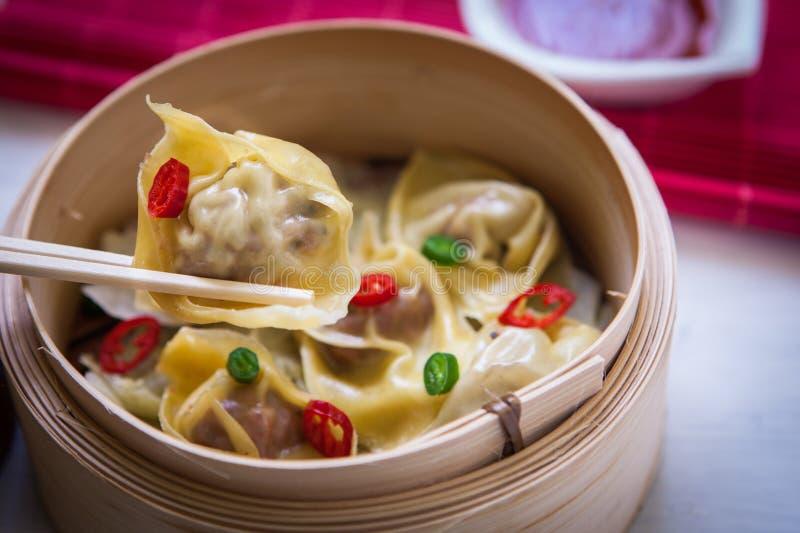 Comida china en el vapor fotografía de archivo libre de regalías
