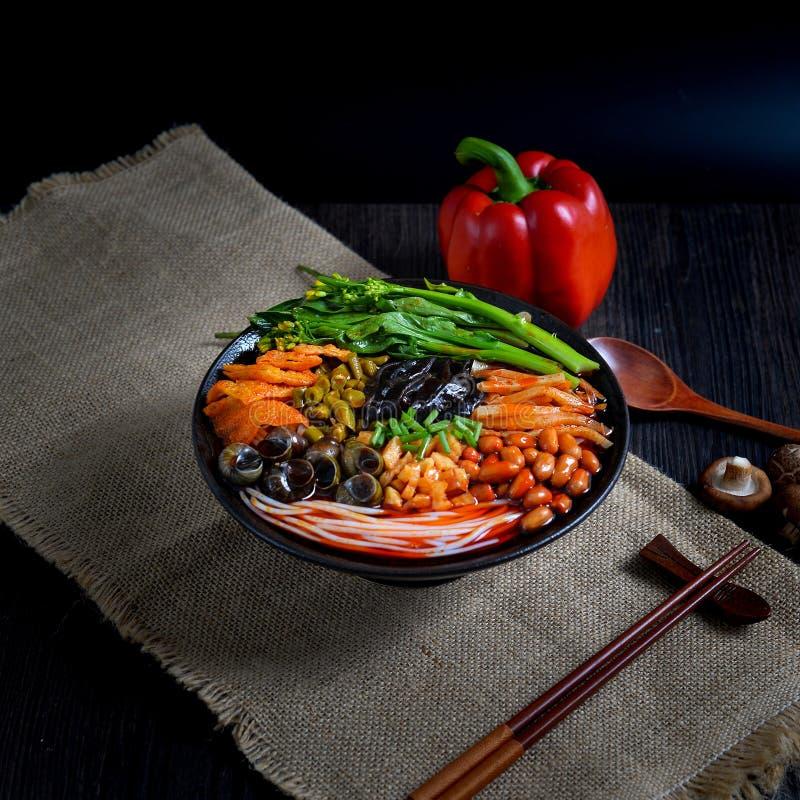 Comida china y comida china del sur de los tallarines chinos imagen de archivo libre de regalías