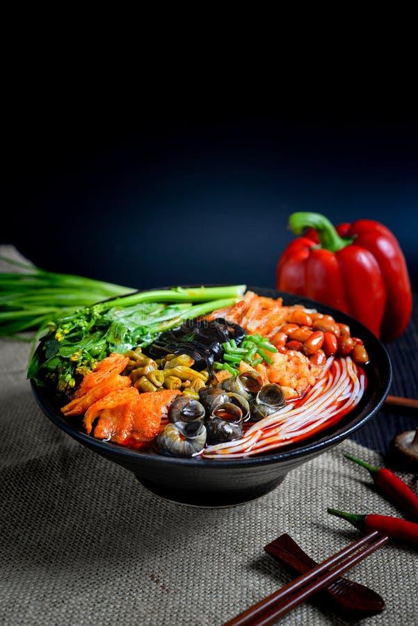 Comida china y comida china del sur de los tallarines chinos fotografía de archivo