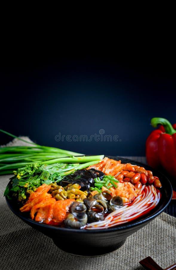Comida china y comida china del sur de los tallarines chinos imagen de archivo