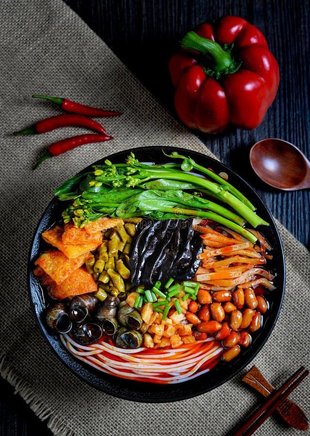 Comida china y comida china del sur de los tallarines chinos imágenes de archivo libres de regalías