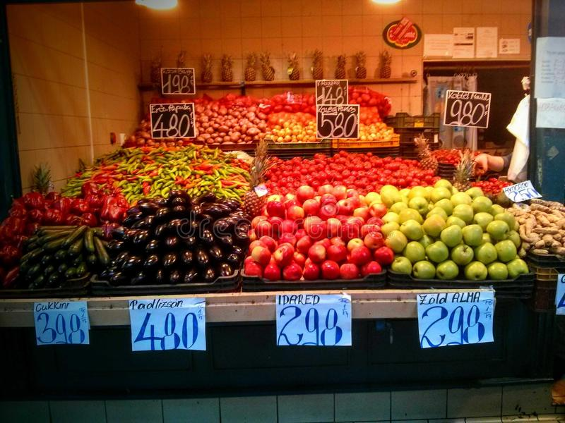 Comida colorida en el mercado imagen de archivo libre de regalías