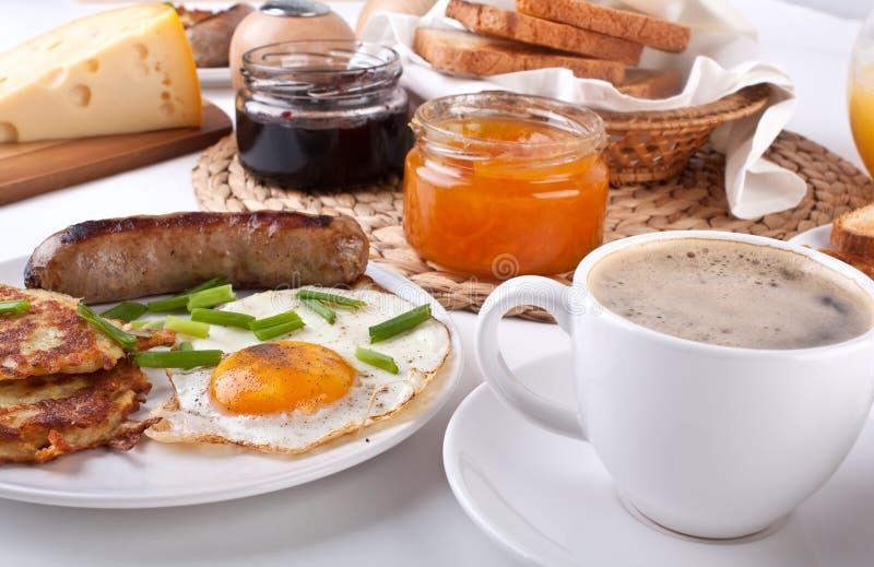 Comida completa tradicional del desayuno fotos de archivo libres de regalías