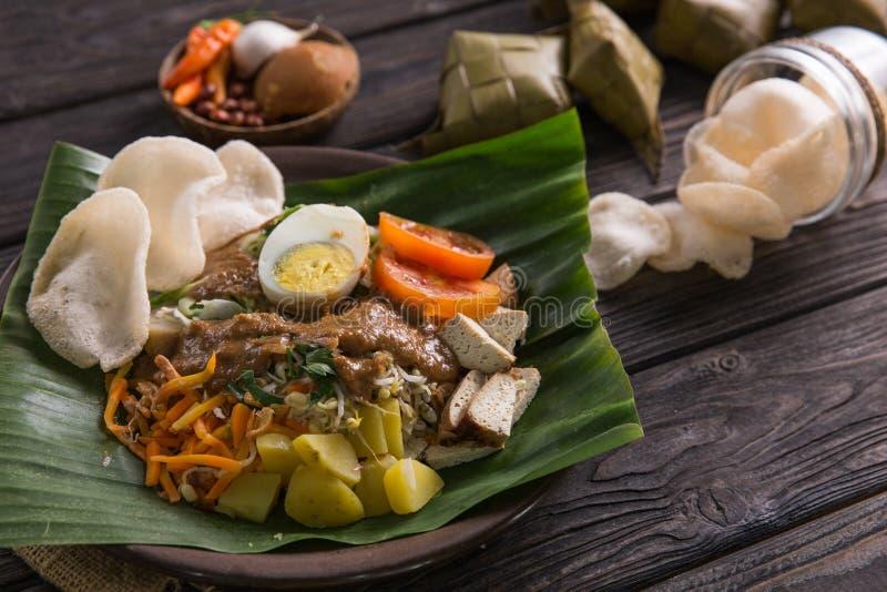 Comida culinaria indonesia tradicional fotos de archivo