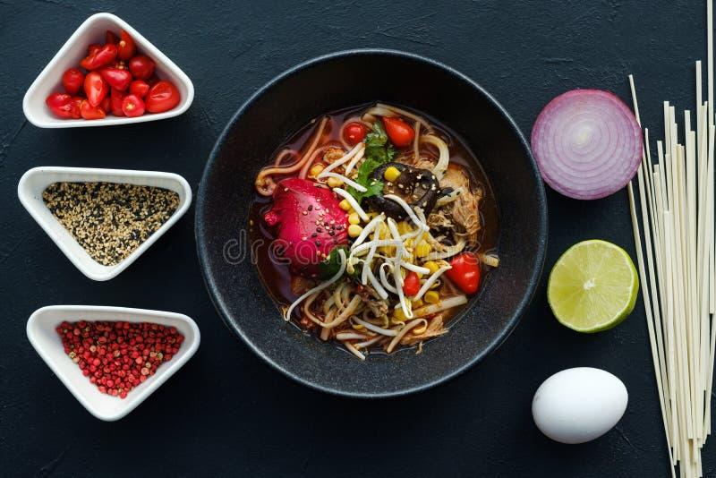 Comida de alimentos de preparación rápida china de la receta hecha en casa de los Ramen foto de archivo libre de regalías