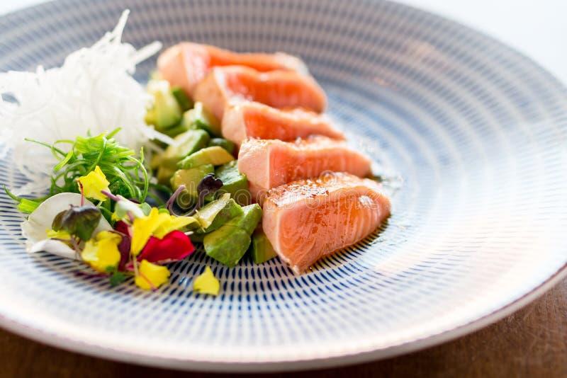 Comida de color salmón de lujo del tataki fotografía de archivo