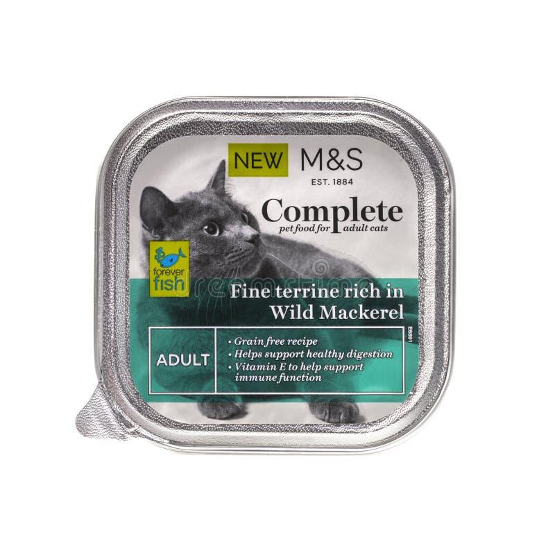 Comida de gato adulta das marcas e do Spencer Complete com cavala selvagem fotografia de stock royalty free