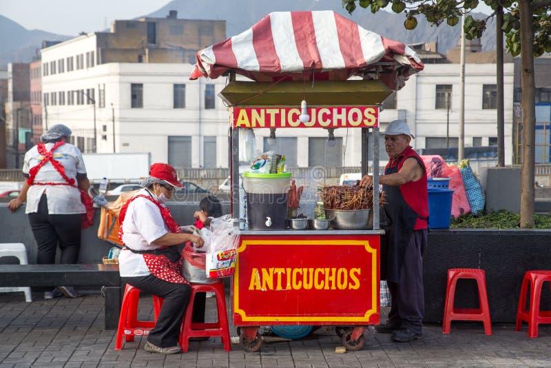Comida de la calle de Anticuchos en Lima, Perú imágenes de archivo libres de regalías