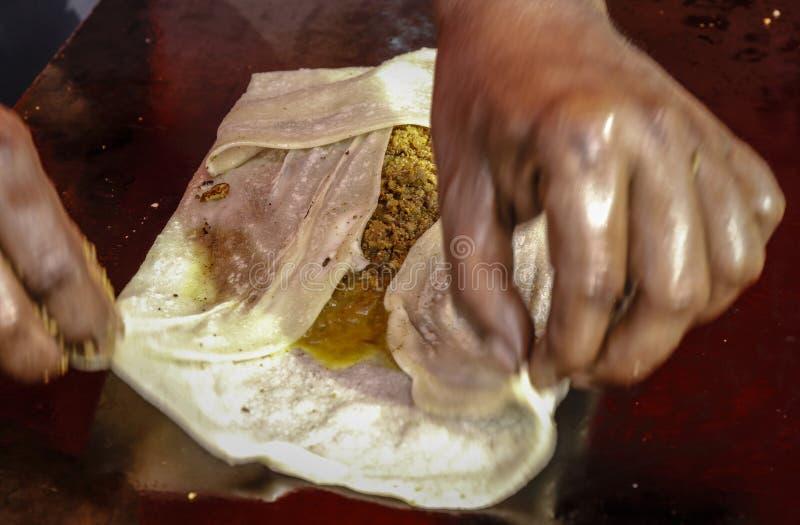 Comida de la calle de Murtabak imagen de archivo libre de regalías