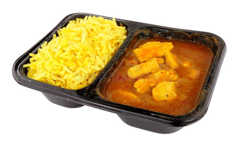 Comida de la conveniencia de la microonda del curry y del arroz del pollo imagenes de archivo