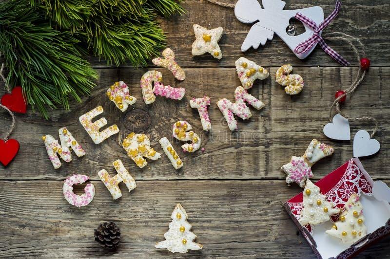 Comida de la Navidad, galletas en el ajuste de la Navidad Postre de Navidad imagen de archivo
