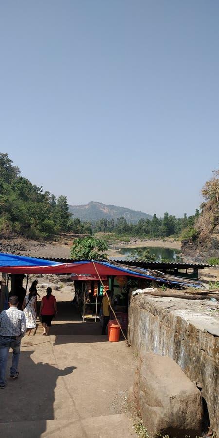 Comida de la tienda del borde de la carretera de la India jungal imagen de archivo