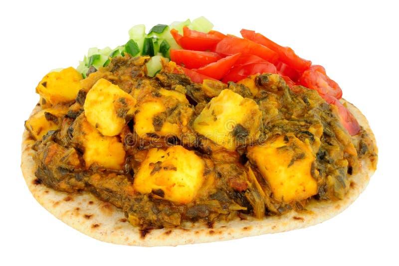 Comida de Saag Paneer del indio en un Flatbread del chapati foto de archivo libre de regalías