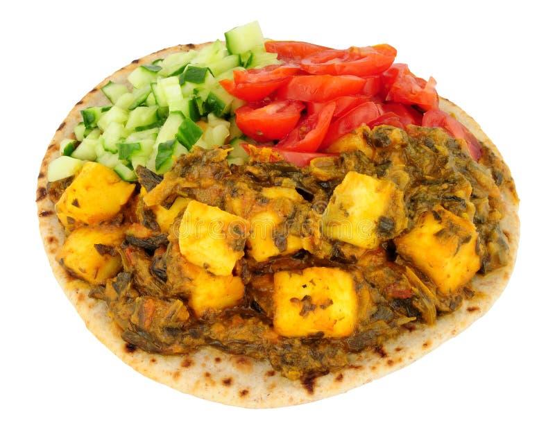 Comida de Saag Paneer del indio en un Flatbread del chapati fotos de archivo