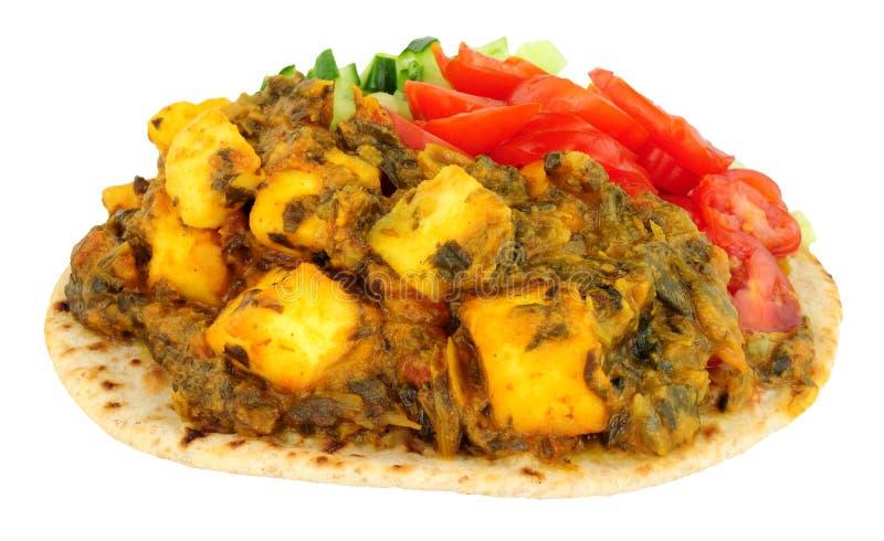 Comida de Saag Paneer del indio en un Flatbread del chapati imágenes de archivo libres de regalías