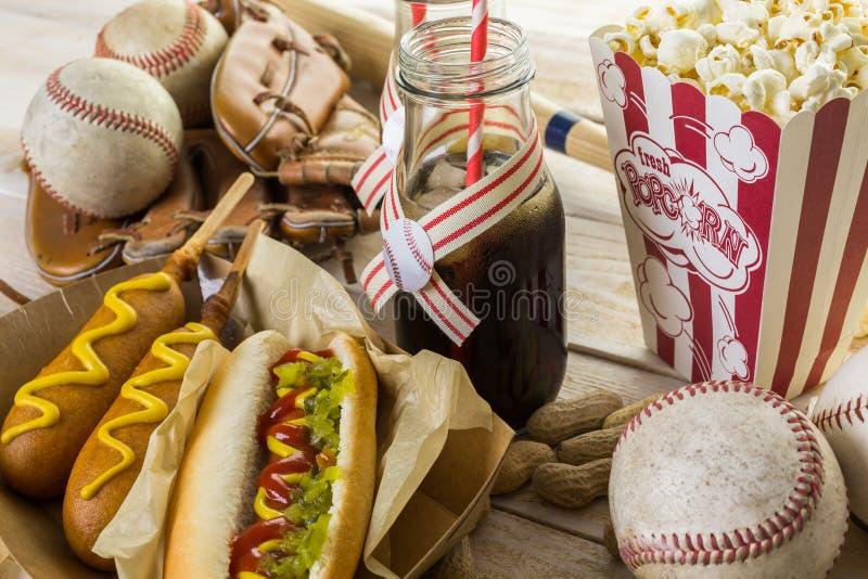 Comida del béisbol imagen de archivo libre de regalías