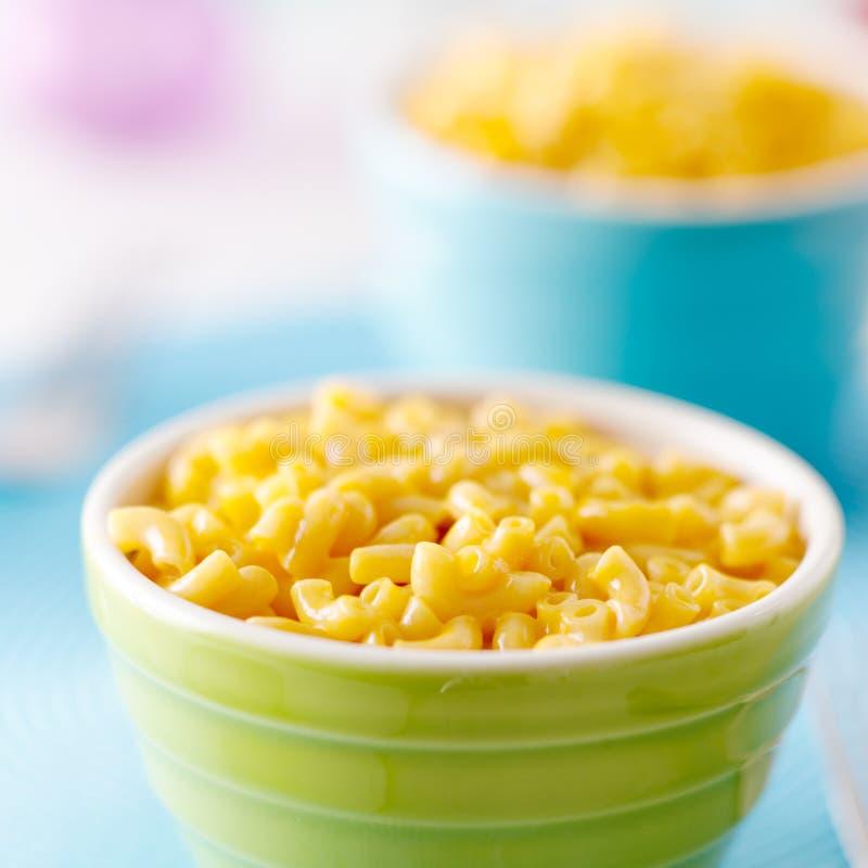 Comida del niño - macarrones con queso foto de archivo libre de regalías