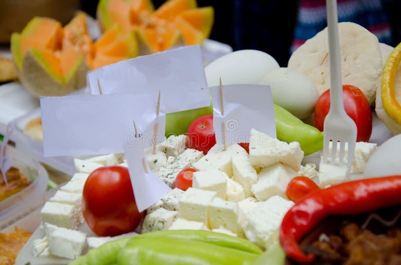Comida deliciosa en la tabla para el festival de la calle de la comida fotografía de archivo