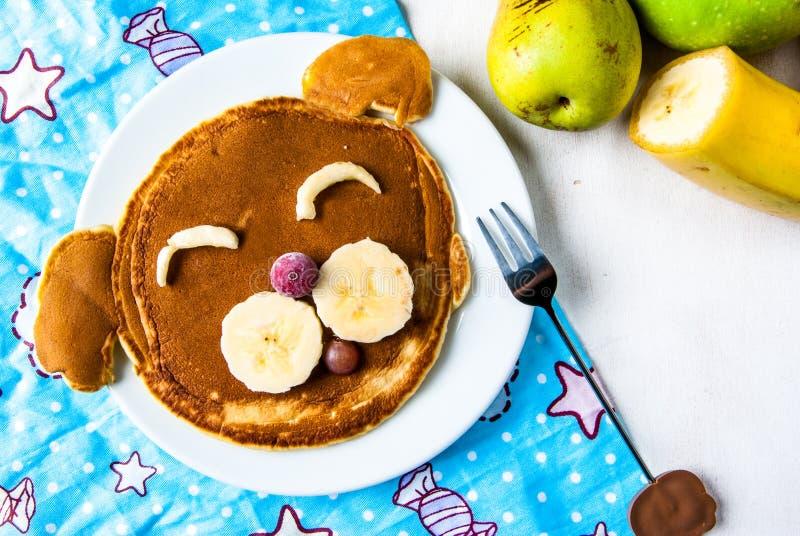 Comida divertida para los niños, crepes del desayuno fotografía de archivo libre de regalías