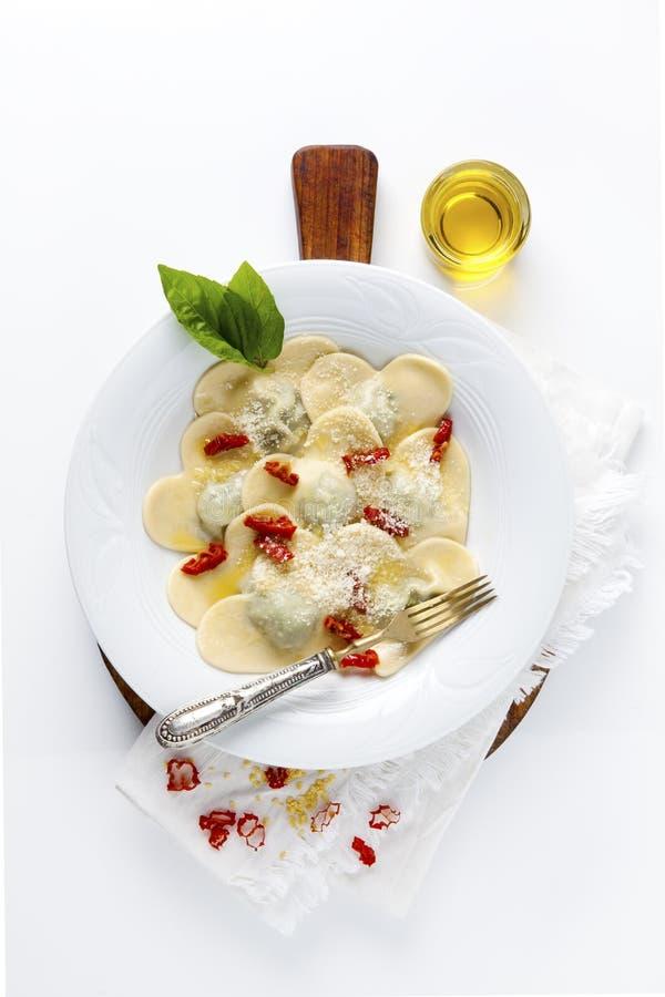 Comida en forma de corazón Raviolis deliciosos Recientemente hecho en casa cocinado fotos de archivo