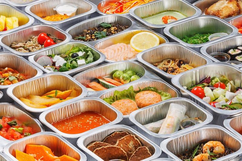 Comida en los envases foto de archivo