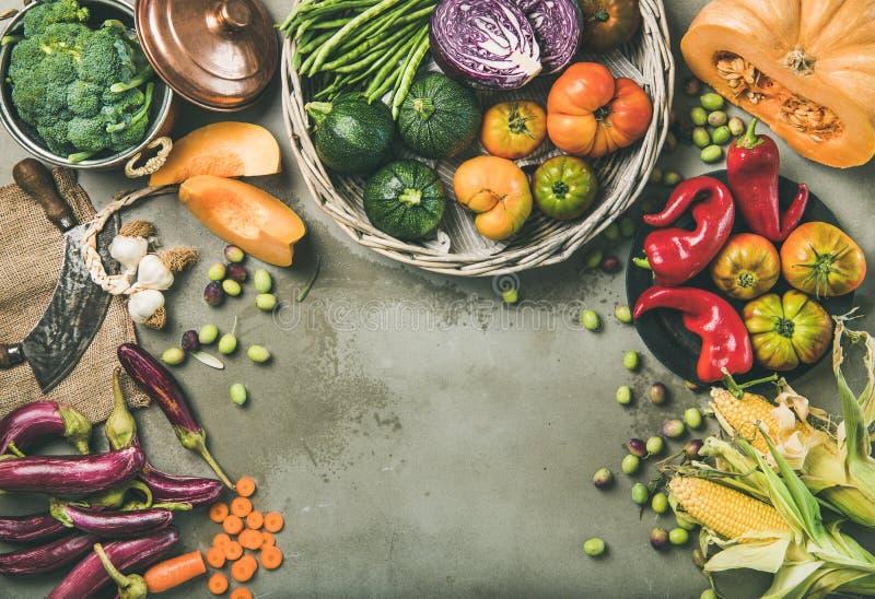 Comida estacional vegetariana sana de la caída que cocina el fondo imagen de archivo