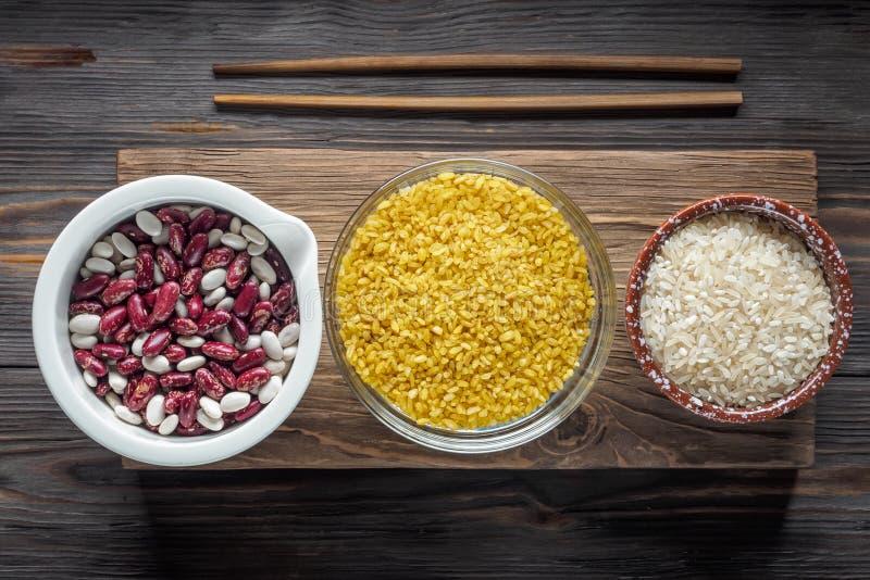 Comida estupenda del ingrediente orgánico tradicional determinado del vegano en Oriente Medio y cereales de cocinar asiáticos foto de archivo libre de regalías