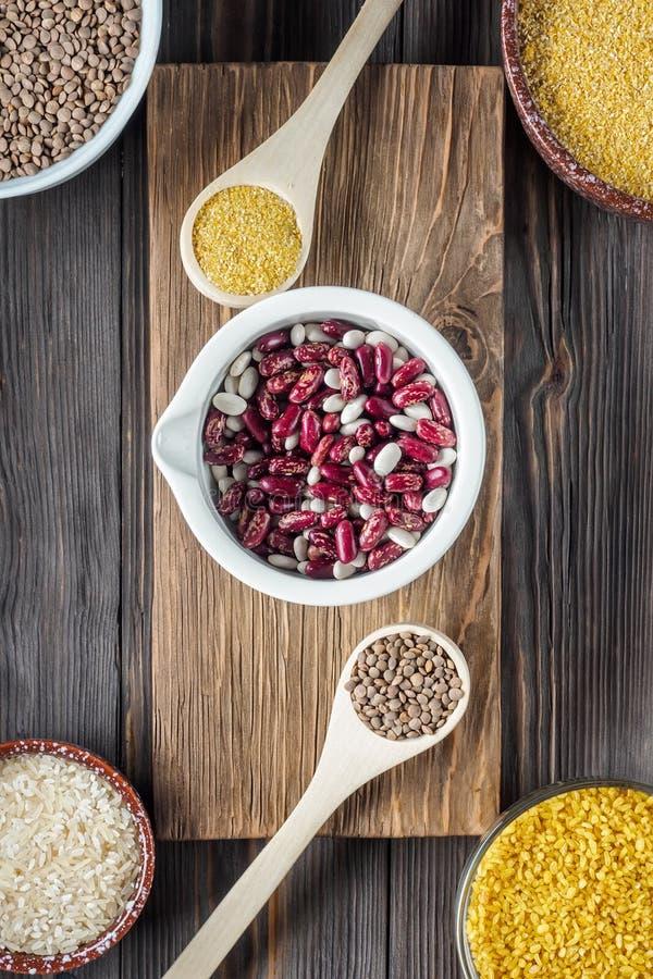Comida estupenda del ingrediente orgánico tradicional determinado del vegano en Oriente Medio y cereales de cocinar asiáticos imágenes de archivo libres de regalías