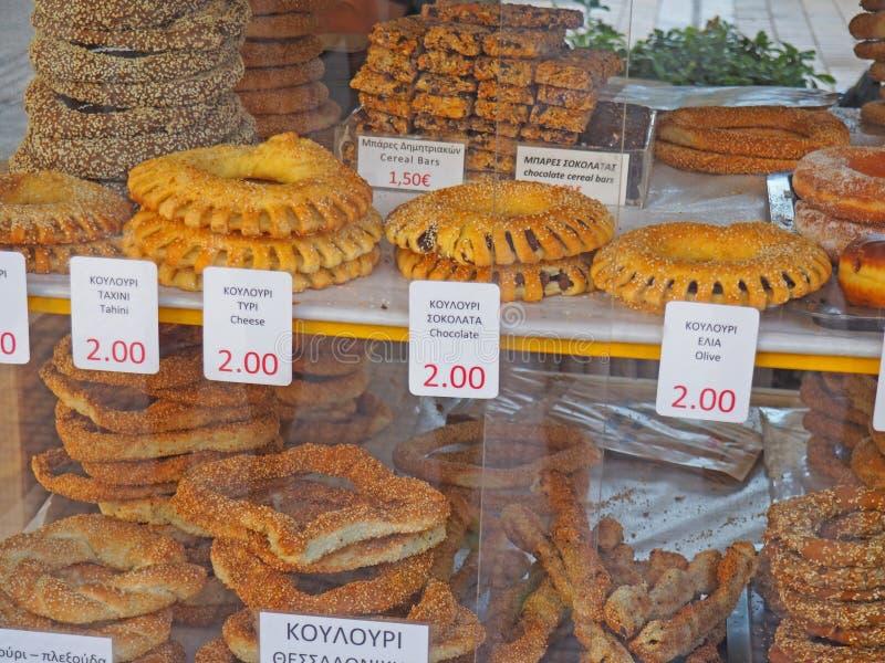Comida griega, Koulouri o panecillos de la calle imagen de archivo