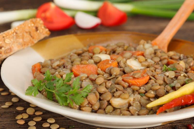 Comida hecha en casa de la lenteja de Brown con las zanahorias foto de archivo libre de regalías