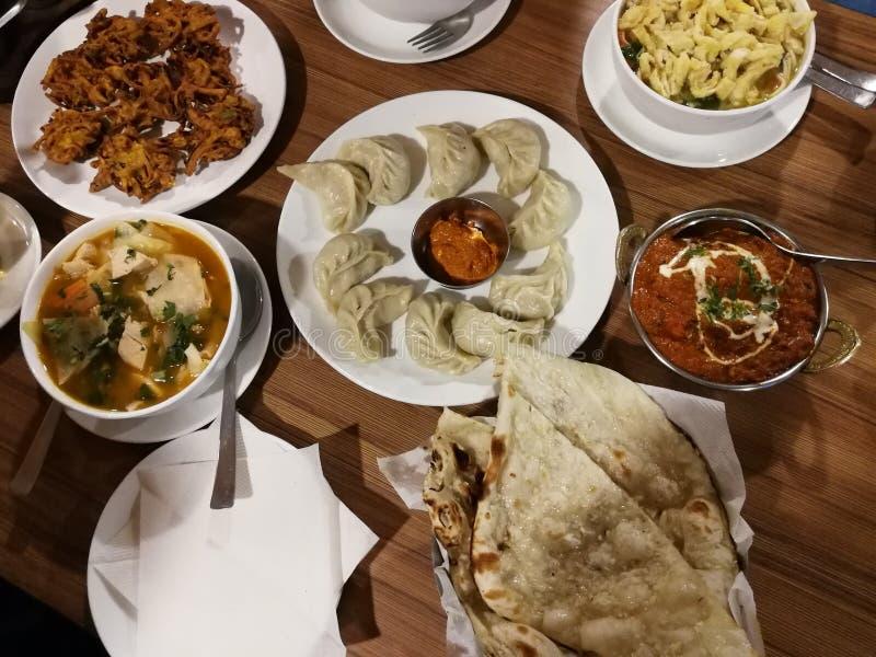 Comida india local imagen de archivo