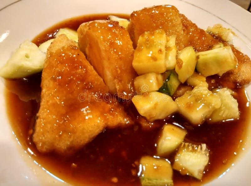 Comida indonesia vegetariana con la salsa dulce fotos de archivo