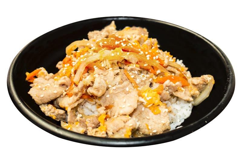 Comida japonesa, arroz con la salsa asada a la parrilla Donburi del cerdo en blanco fotografía de archivo