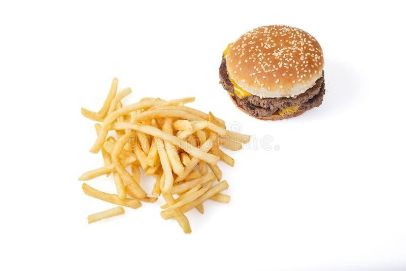 Comida lixo, fritadas e cheeseburger no branco fotos de stock